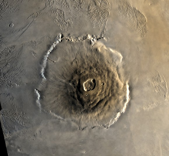 Color-Mosaic-of-Olympus-Mons-on-Mars-580x536