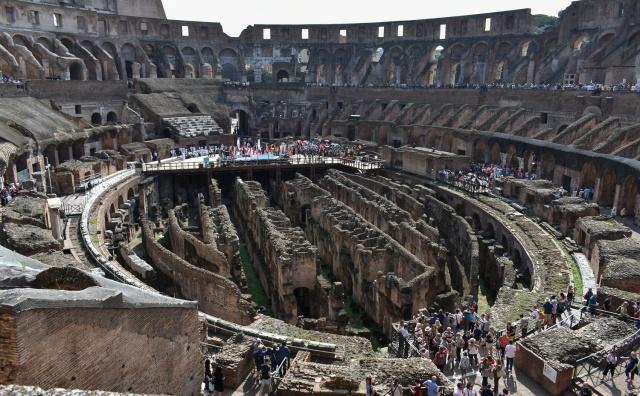 Colosseum int13